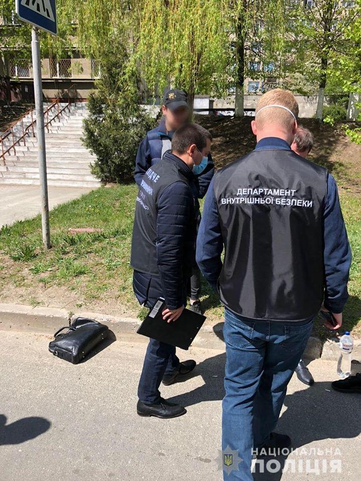 Поліцейські спіймали правозахисника  на хабарі «для поліції» - хабар, Поліція, неправомірна вигода, київщина, затримання, Вишгородщина, адвокат - polits2 1
