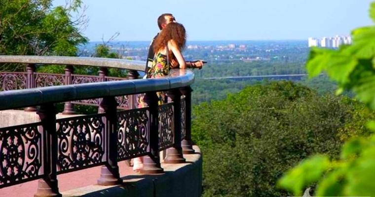 Скільки вихідних подарує українцям травень -  - smotrovaya ploschadka v mariinskom parke