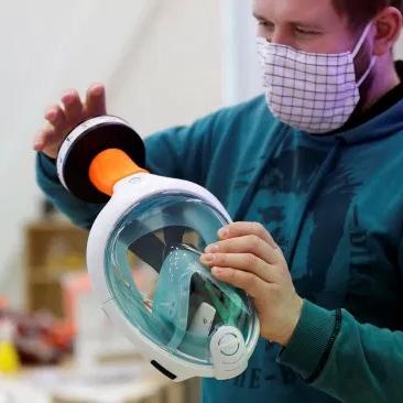 В Україні волонтери створили захисні маски з масок для дайвінгу -  - unnamed