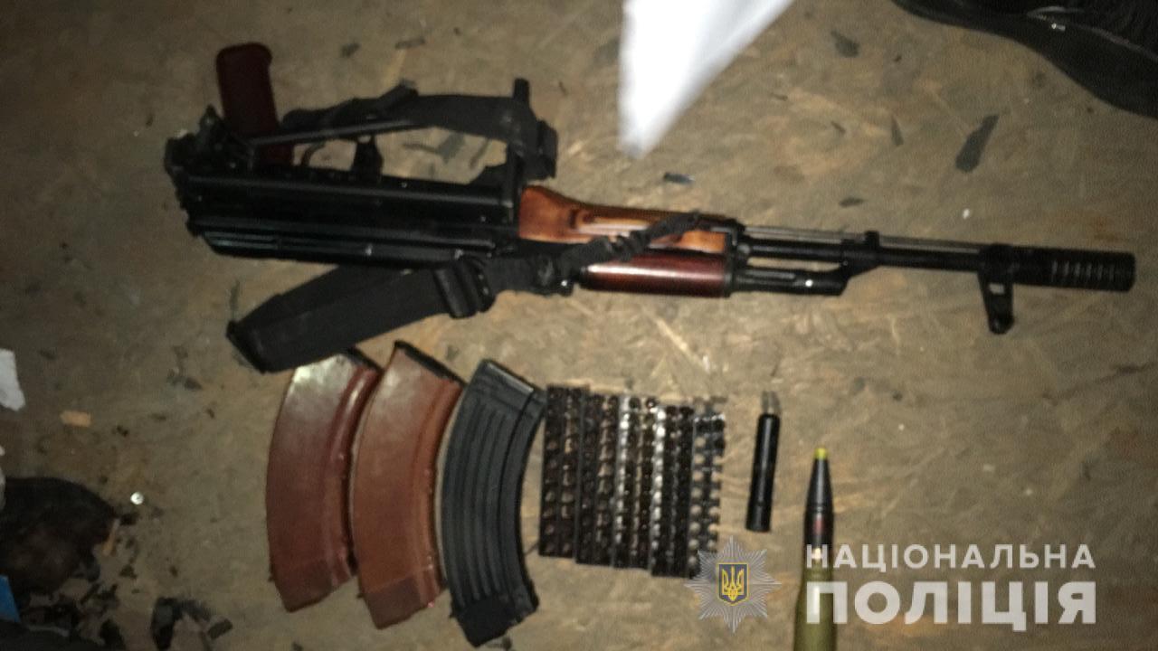 На Обухівщині у збувача наркотиків знайшли автомат Калашникова та вибухівку -  - zbroyaobuhiv1