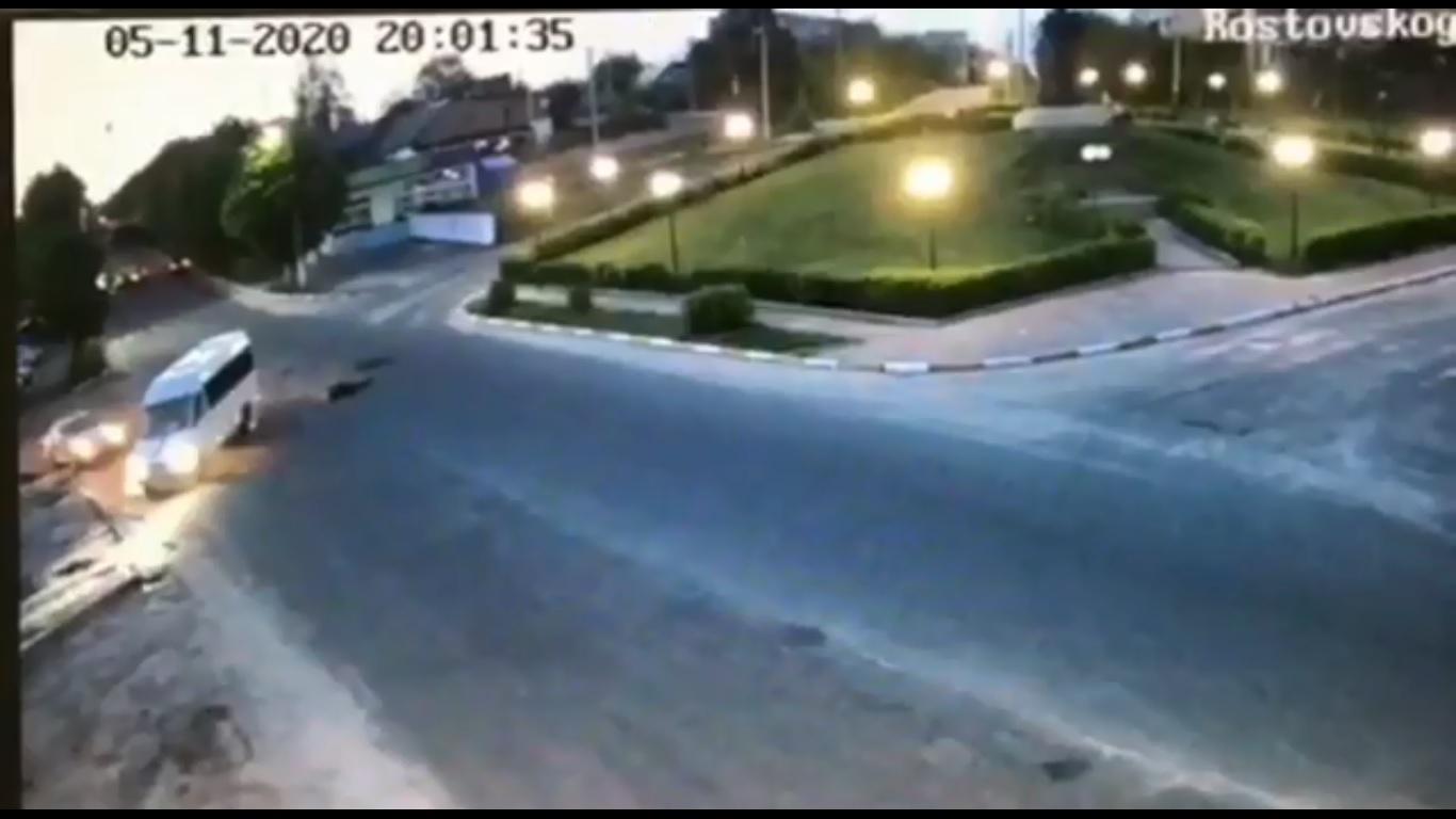 Моторошна ДТП у Макарові: велосипедист виїхав на зустрічну смугу і зіткнувся з маршруткою (ВІДЕО 18+) - Макарів, ДТП - 12 DTP