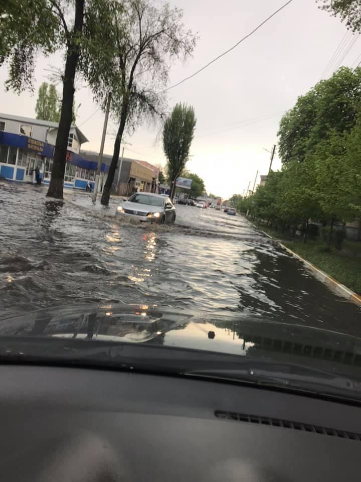Potop-central-1 Черговий потоп в Ірпені: влада – рапортує, люди – «плавають»