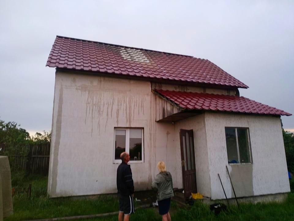 В Бородянському районі через блискавку загорілася хата -  - 02 1