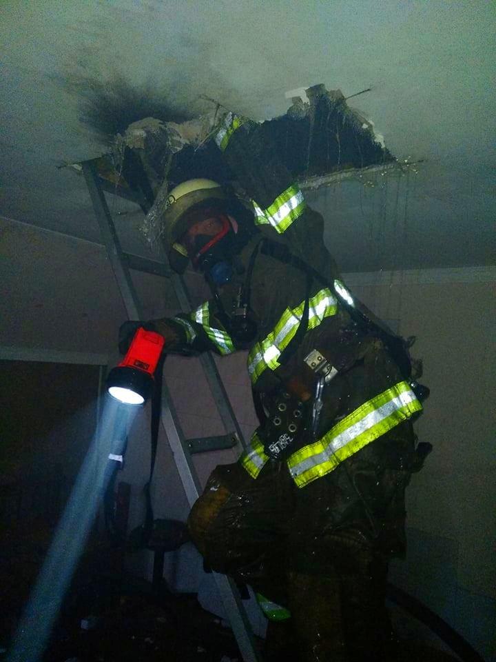 В Бородянському районі через блискавку загорілася хата -  - 03 1