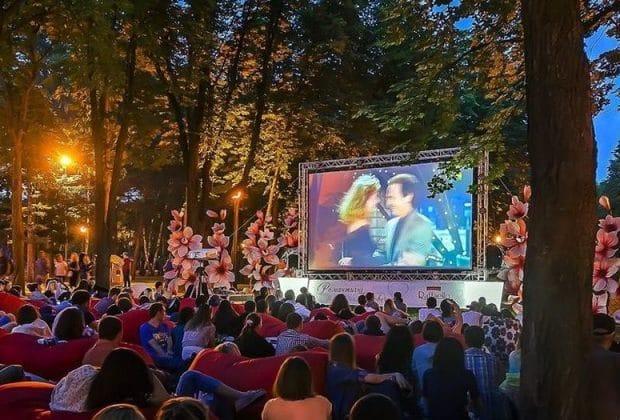 У Києві відкрили кінотеатр просто неба -  - 101566085 573348530263451 2388035500375372895 n