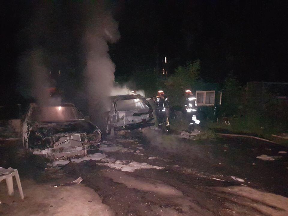 У Києві за ніч згоріли три елітні автомобілі - пожежа, Київ - 103671430 3024842657595656 8622005791672595996 o