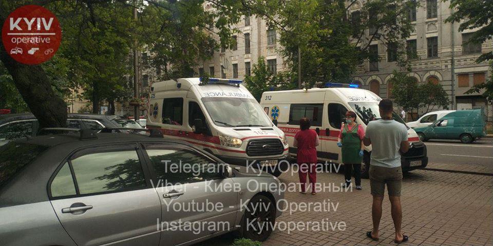 У Києві жінка разом з дитиною вистрибнула із вікна -  - 104457071 1014648125597940 9001909800028782526 o