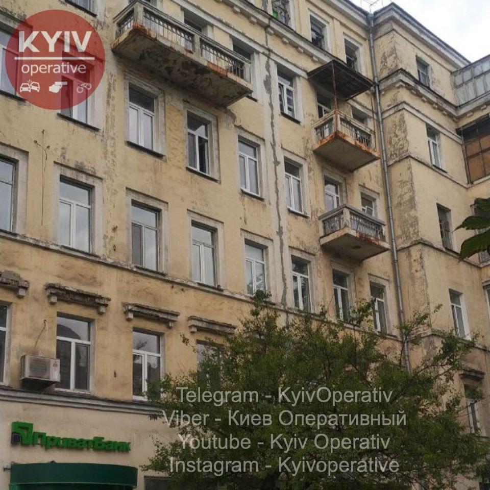 У Києві жінка разом з дитиною вистрибнула із вікна -  - 104493258 1014648148931271 8407226300646027046 o