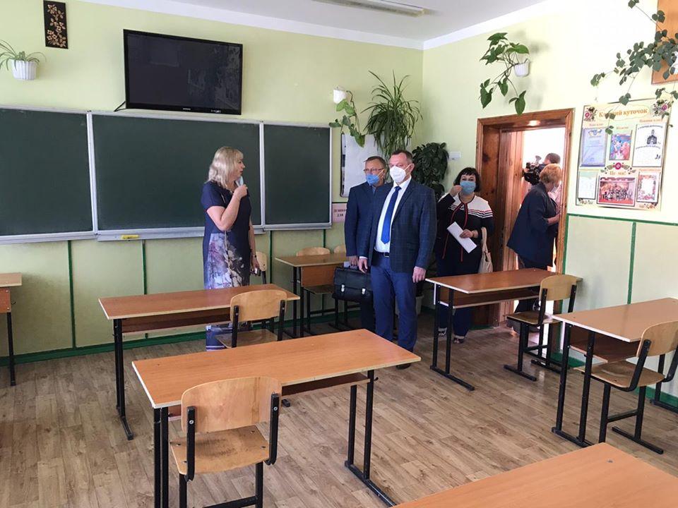 Голова КОДА перевірив готовність гімназії Борисполя до проведення ЗНО - Бориспіль - 105721487 2294921034149365 2816309015483577485 o