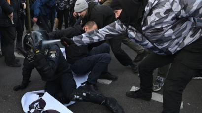 В Україні хочуть збільшити штрафи за образу поліцейських -  - 110202554 gettyimages 1189194901