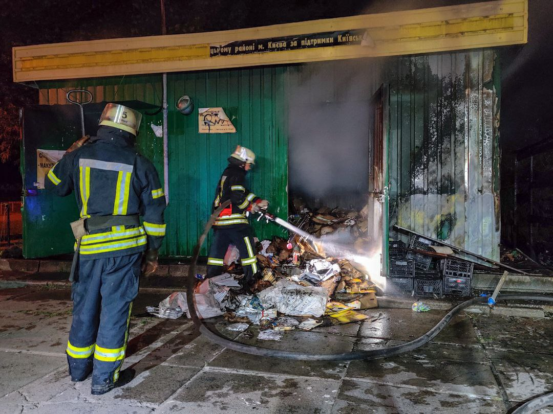У Києві горів овочевий павільйон, загинула жінка - пожежа - 14 1