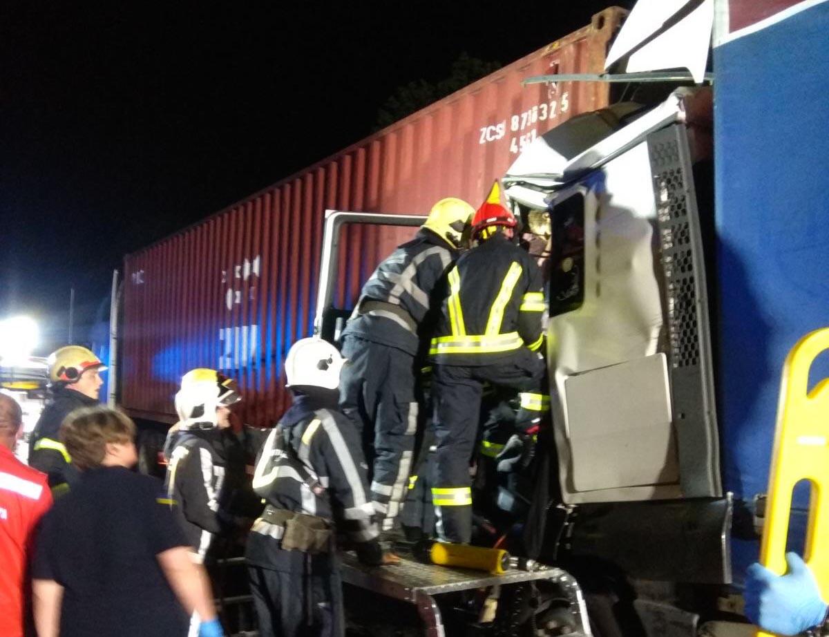На Білоцерківщині зіткнулись дві вантажівки: потерпілих деблокували - Білоцерківщина - 2020 06 24 08 52 12
