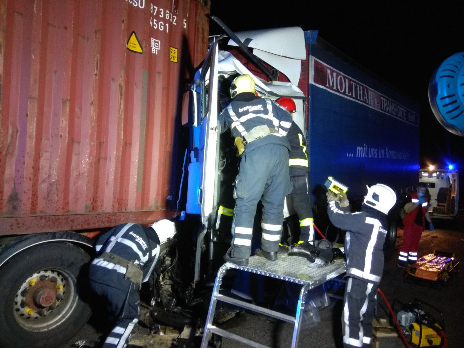 На Білоцерківщині зіткнулись дві вантажівки: потерпілих деблокували - Білоцерківщина - 2020 06 24 08 52 14