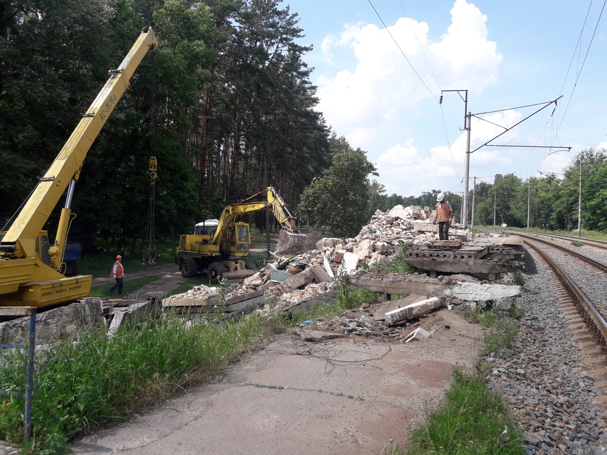 На станції Лісова Буча знесли стару платформу - Погляд - 20200618 140752 2000x1500