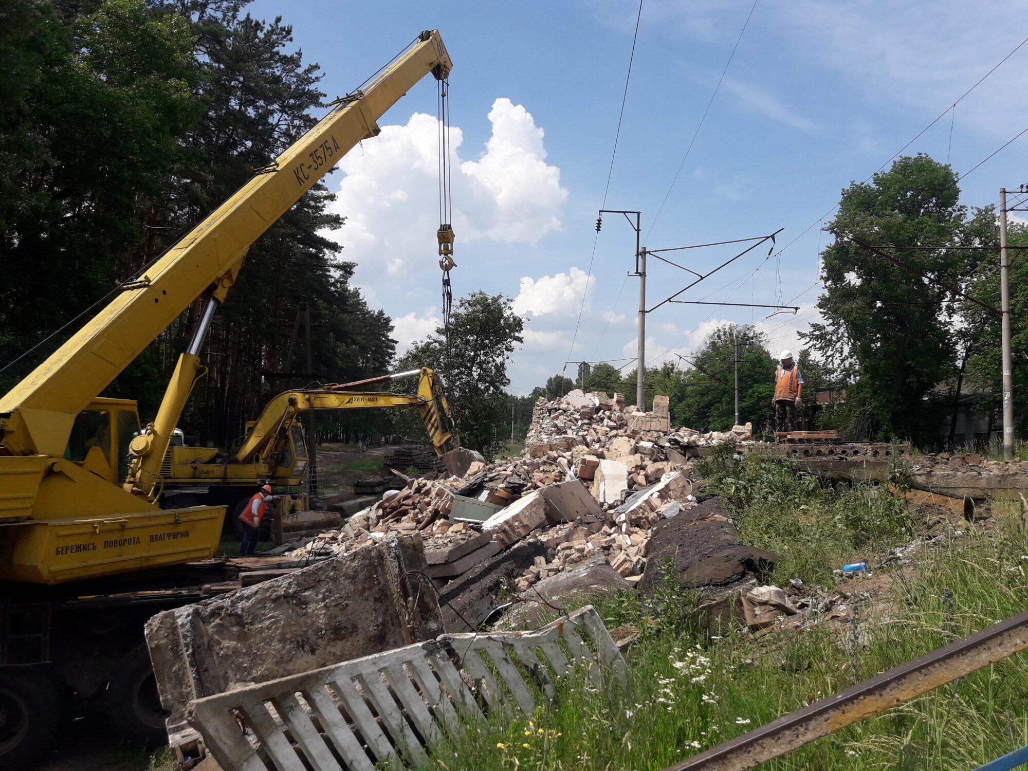 На станції Лісова Буча знесли стару платформу - Погляд - 20200618 140807 2000x1500