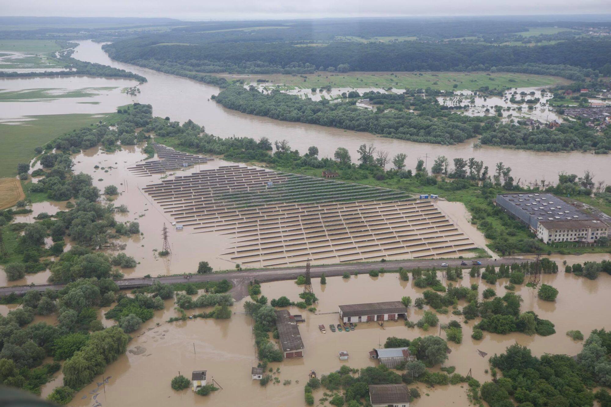 Шмигаль назвав ситуацію на заході України через затоплення критичною - Шмигаль, негода, Денис Шмигаль - 24 karpaty2 2000x1332