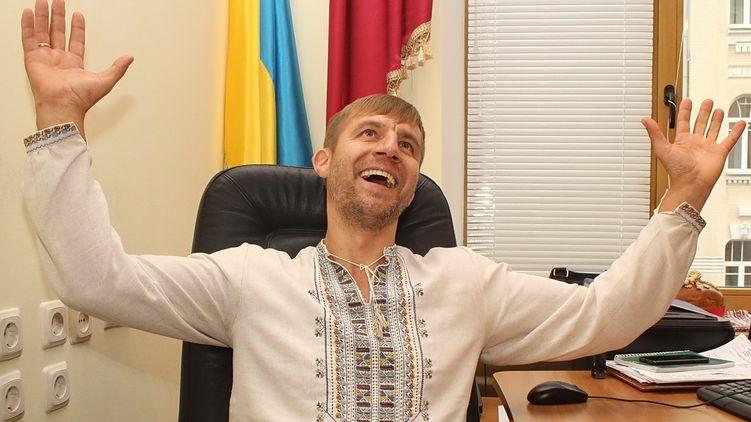 «Козак» Гаврилюк працює у моєму таксі і в нього немає зарплати - нардеп Олексій Гончаренко - таксі, Погляд - 56ldshhz