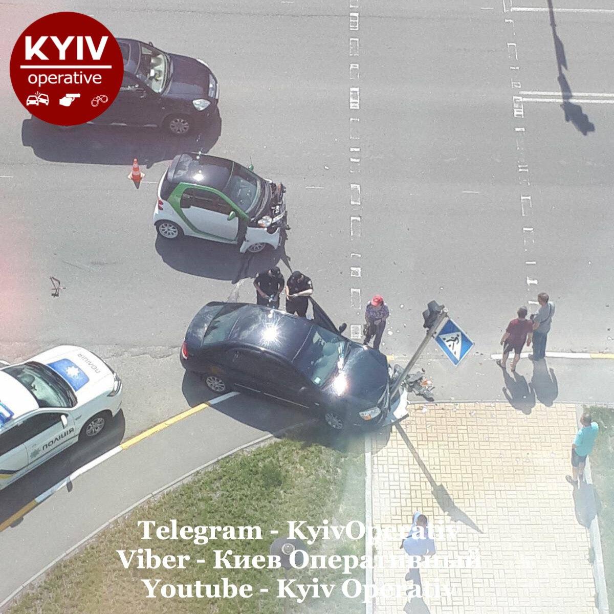 У Крюківщині водій збив дорожній знак - Крюківщина, водії - C679FB84 2DEA 4323 B4F7 55FEF4B6627A