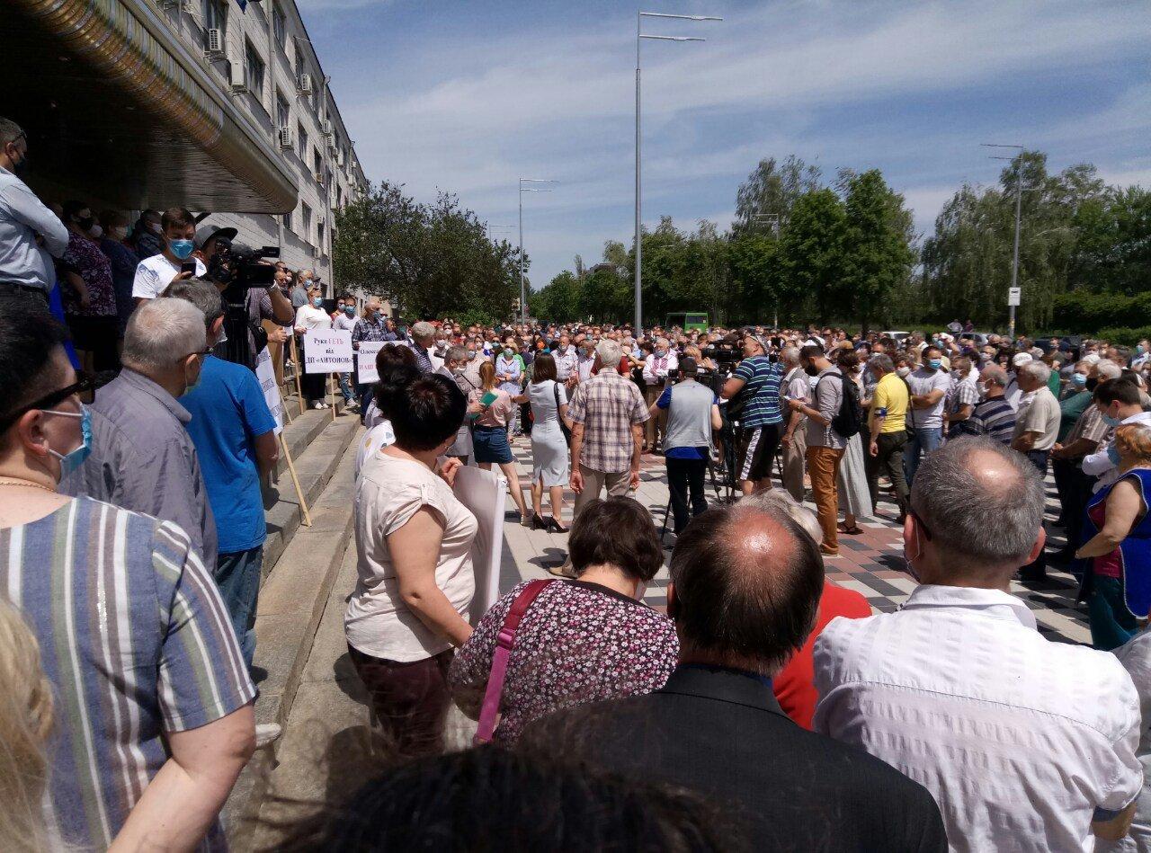 Співробітники ДП «Антонов» мітингували проти політики «Укроборонпрома» -  - EaD2W8bXsAUmdEx