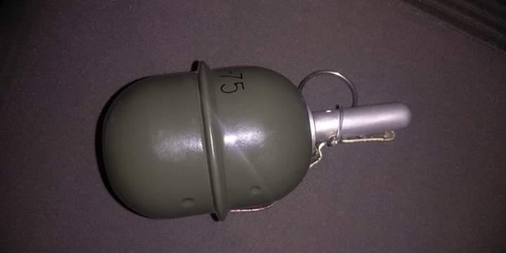 В Ірпені чоловік погрожував охоронцю «ЕКО-маркету» гранатою для гри у страйкбол - Погляд, граната - FB IMG 1592824299834
