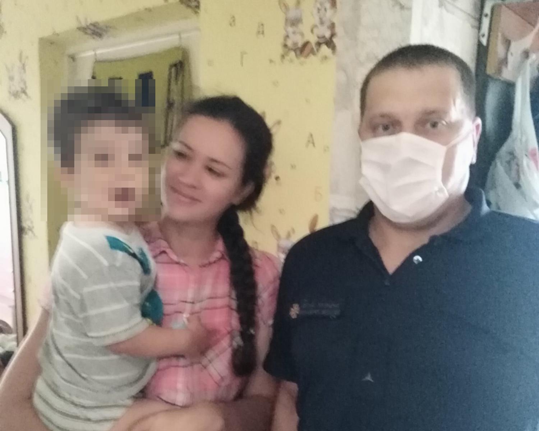 У Славутичі із замкненої квартири визволили 2-річного малюка - Славутич, ДСНС - IMG 687d3395f4592c703cd99cfef0c531a0 V