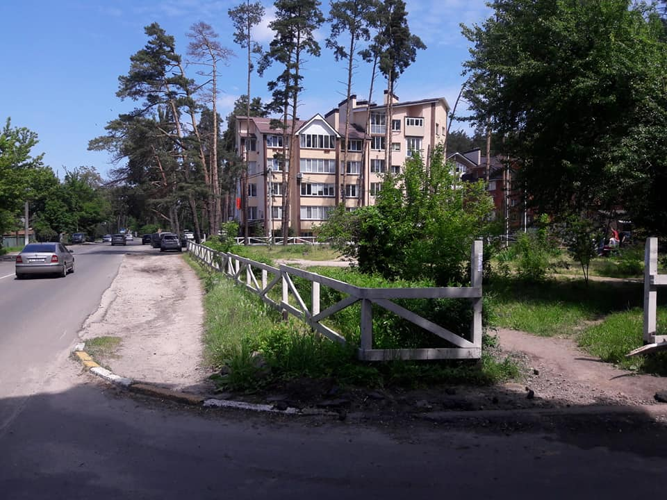 В Ірпені обновили паркан у сквері Героїв Небесної сотні - Україна, Паркан, ірпінь - Irpin1