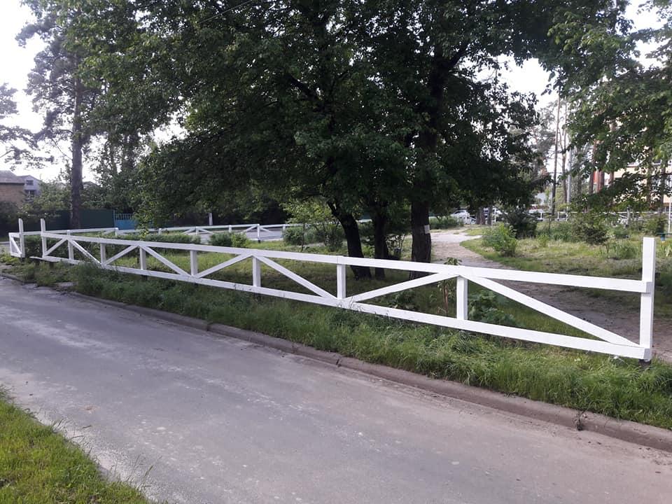 В Ірпені обновили паркан у сквері Героїв Небесної сотні - Україна, Паркан, ірпінь - Irpin2