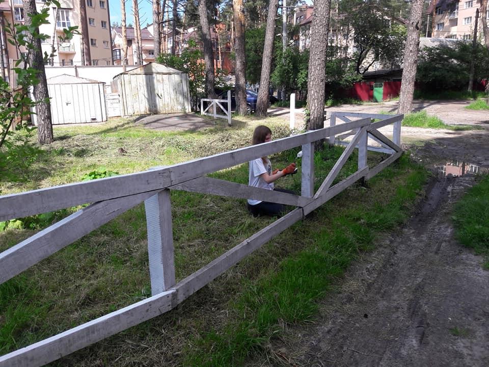 В Ірпені обновили паркан у сквері Героїв Небесної сотні - Україна, Паркан, ірпінь - Irpin3