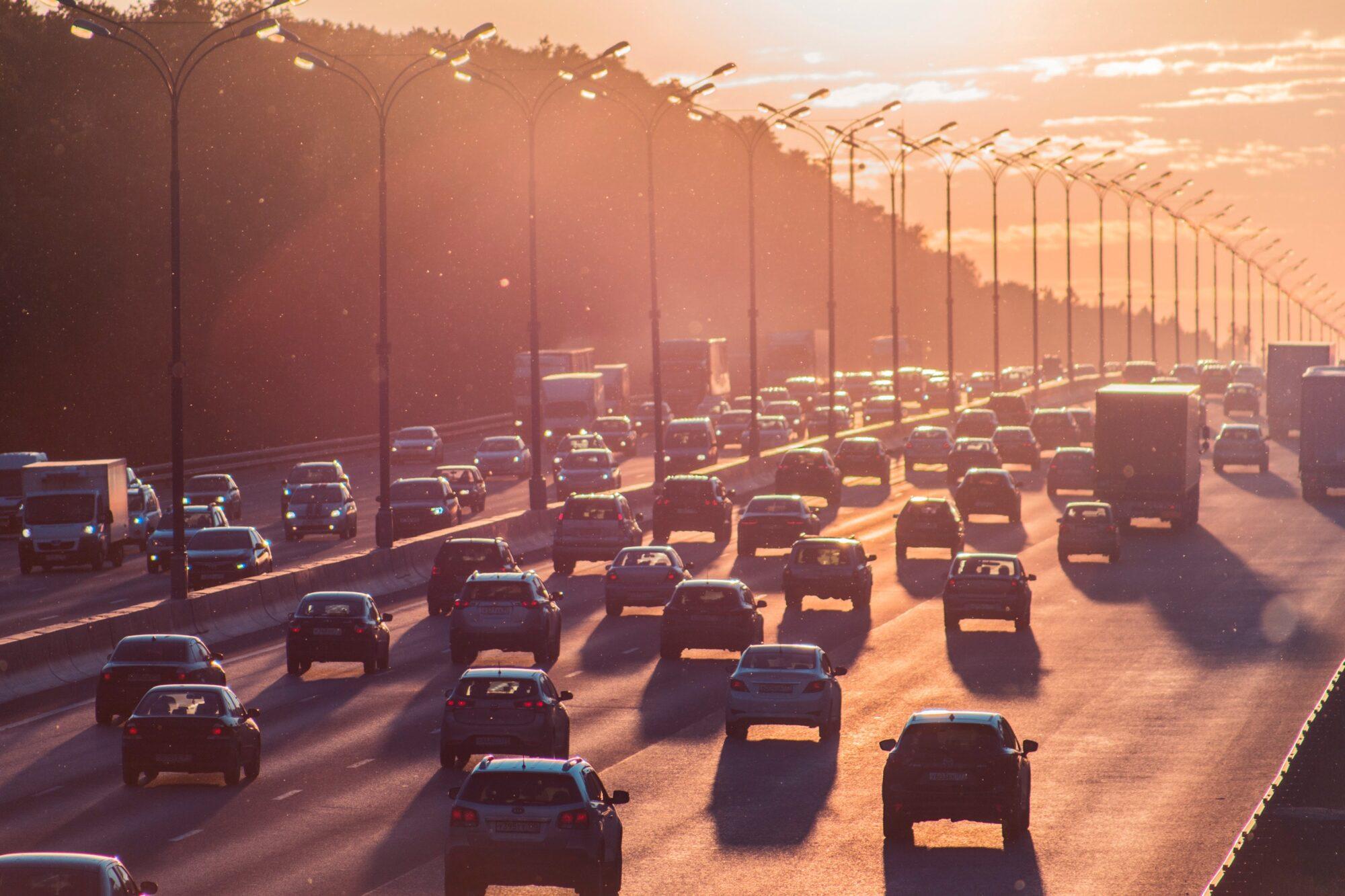 В Україні можуть збільшити ліміт перевищення швидкості на дорогах - Парламент, дороги - alexander popov Xbh OGLRfUM unsplash 2000x1333
