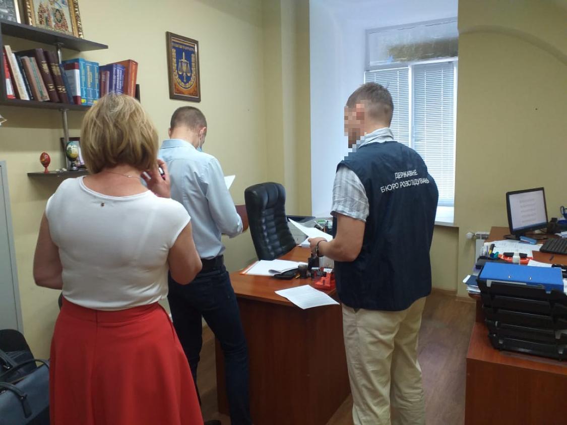 У Києві підозрюють слідчого Нацполіції у розраданні 1,2 млн гривень - Кошти, генпрокурор - genprok