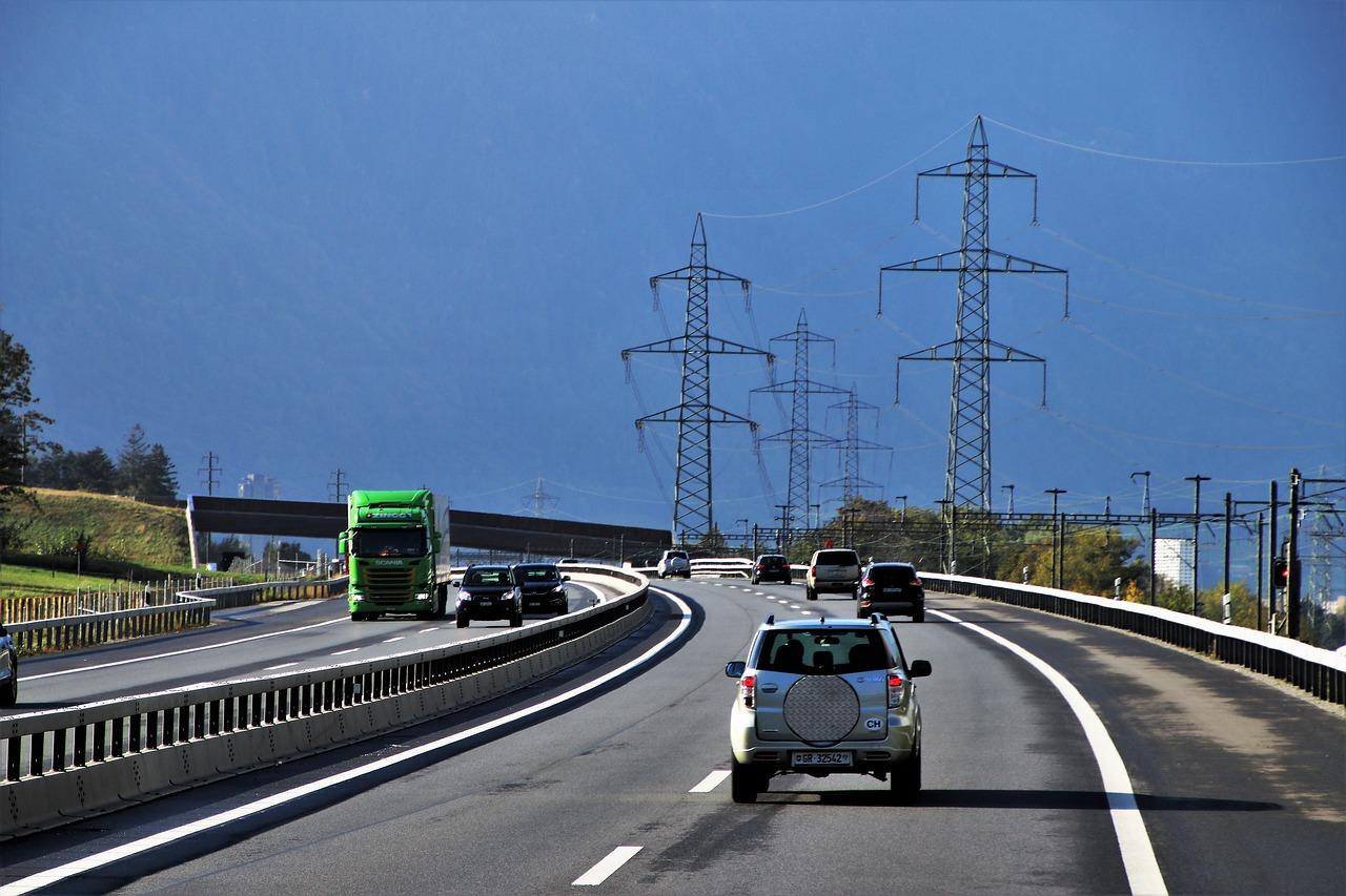 У МВС хочуть збільшити штрафи за перевищення швидкості до 3400 грн - штрафи ПДР, перевищення швидкості, МВС - highway 3726615 1280