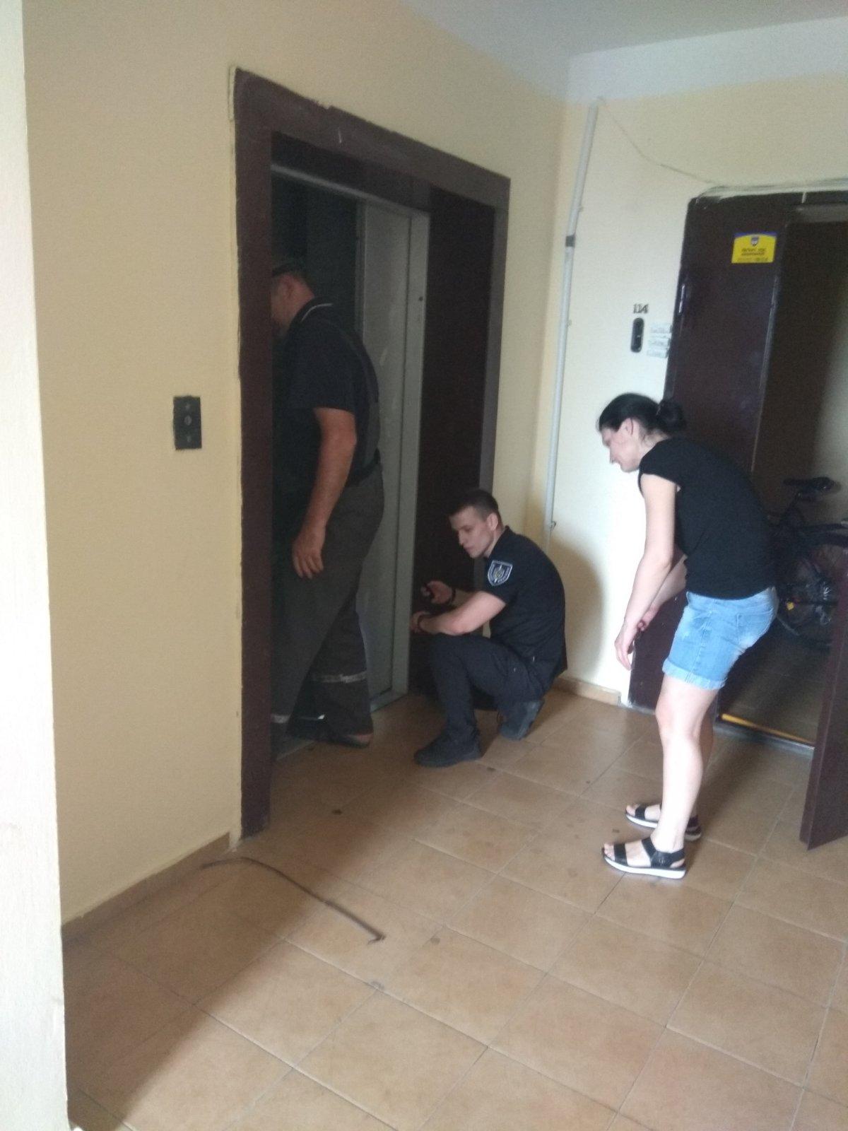 У Вишневому визволили сім'ю з ліфта - обладнання - lift