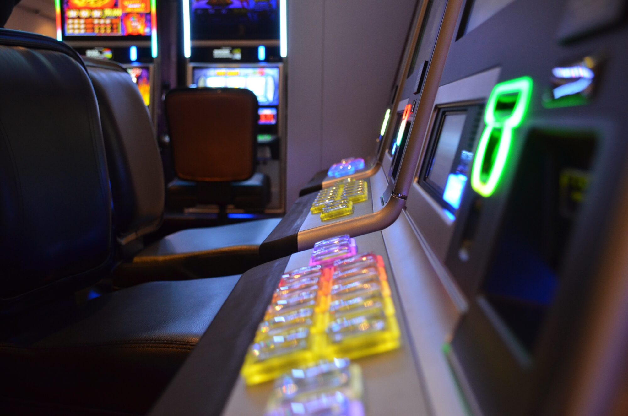 Жителька Фастова погрожувала підірвати гральний зал - Фастів - technology vehicle airline machine cockpit slot machine 962358 pxhere.com  2000x1325