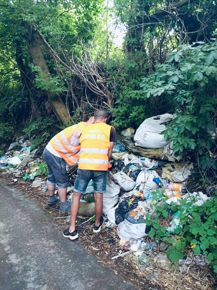 У Крюківщині борються зі стихійним сміттезвалищем - сміття, Крюківщина - zvalyshhe1