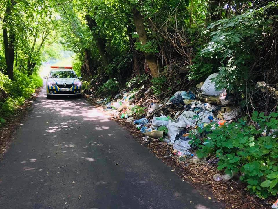 У Крюківщині борються зі стихійним сміттезвалищем - сміття, Крюківщина - zvalyshhe2