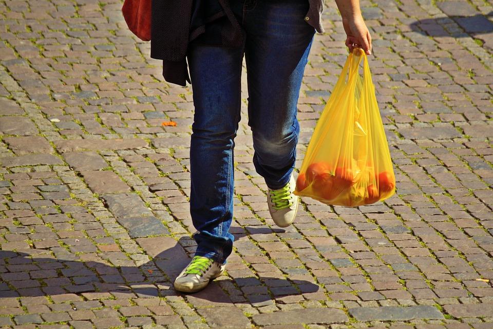 3 липня – День без поліетилену: коли Україна відмовиться від пакетів? - поліетиленові пакети, поліетилен, пластикові пакети, пластик, пакетнепотрібен, пакетам торба, відмова від пластику, відмова від пакетів - 03 paket