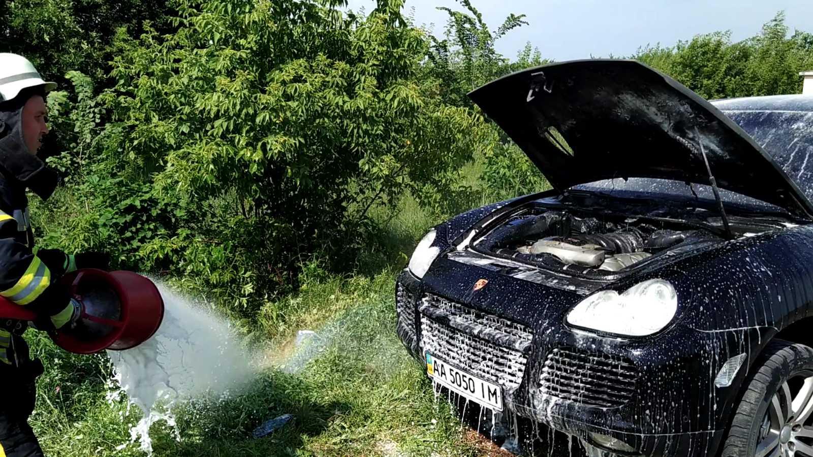 У Яготинському районі при загадкових обставинах горіло дві машини - пожежа, підпал - 05 pozhar