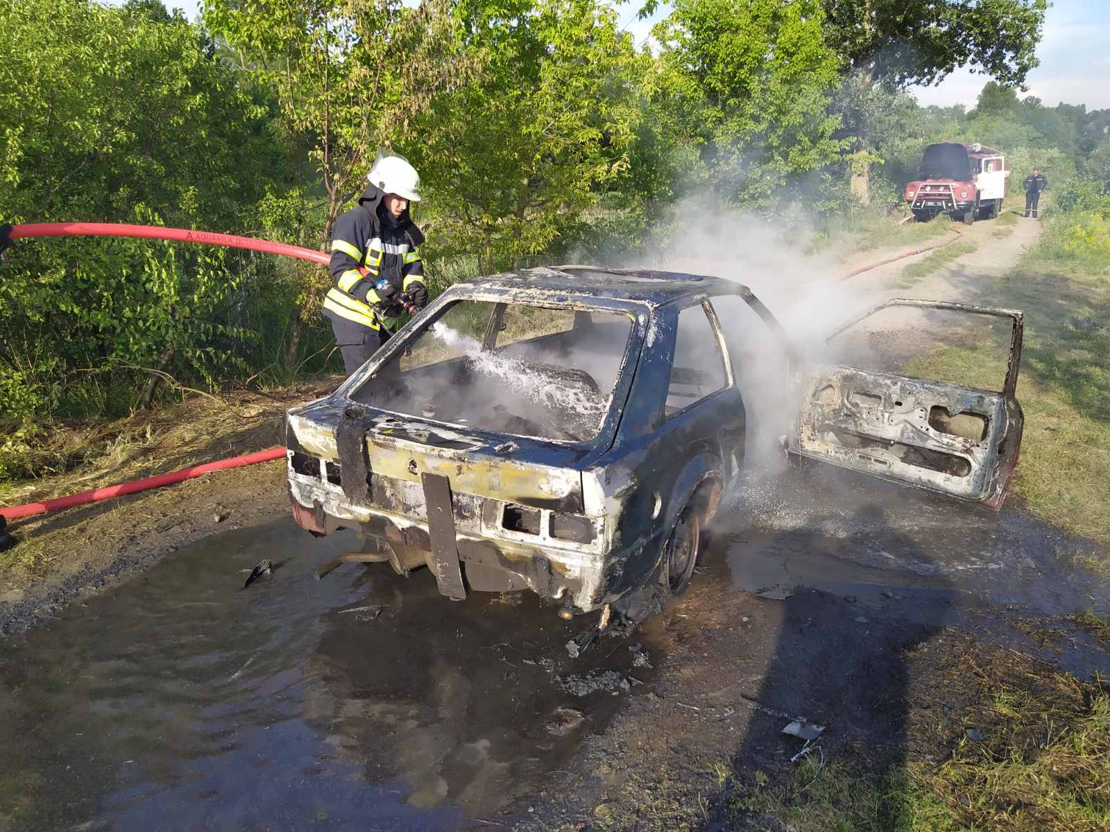 У Яготинському районі при загадкових обставинах горіло дві машини - пожежа, підпал - 05 pozhar2