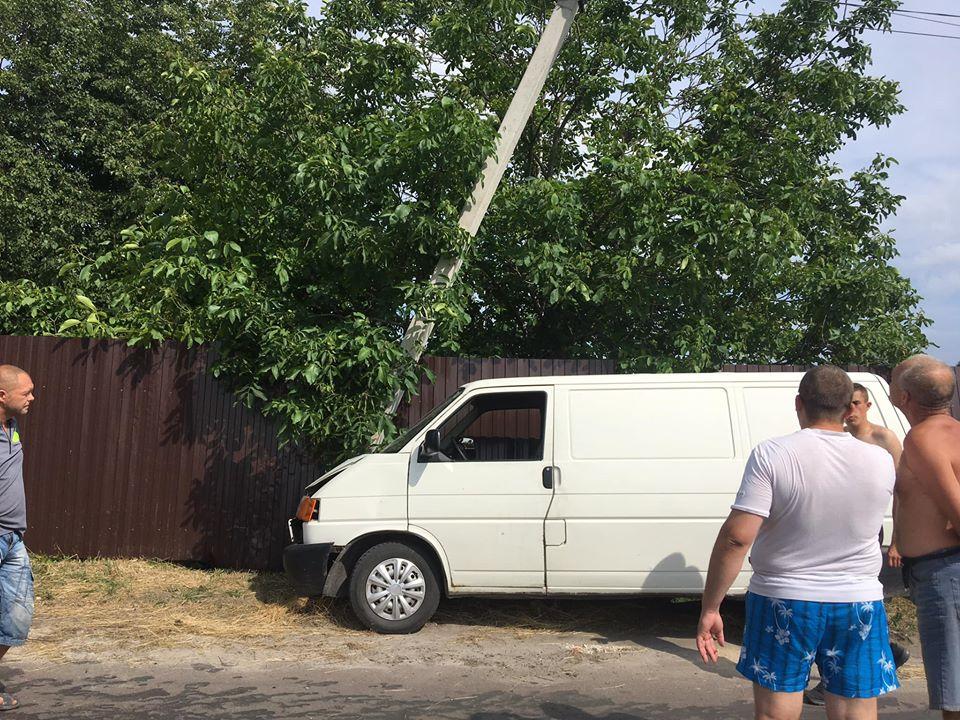 На Бориспільщині автомобіль пошкодив електроопору - ДТП, Бориспільщина - 106619358 1396451560541235 8649985296598853406 o