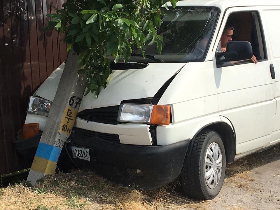 На Бориспільщині автомобіль пошкодив електроопору - ДТП, Бориспільщина - 106893722 1396451497207908 1105291968710013669 o