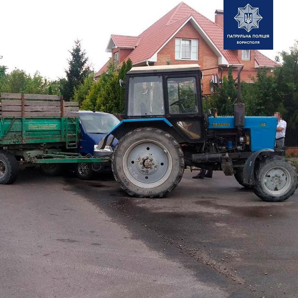 У Борисполі водій буса в'їхав у трактор - трактор, ДТП, Бориспіль - 106906020 2745240432364408 8175305491007840439 n