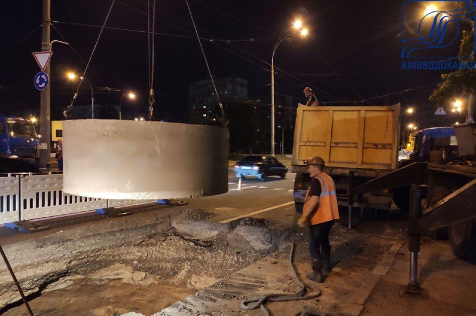 У Подільському районі Києва прорвало колектор, обмежено рух транспорту -  - 107513975 3357265490959796 2351358762682428192 o
