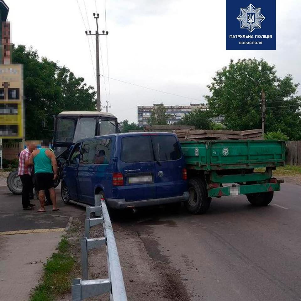 У Борисполі водій буса в'їхав у трактор - трактор, ДТП, Бориспіль - 107631565 2745240409031077 3463717352741503299 n