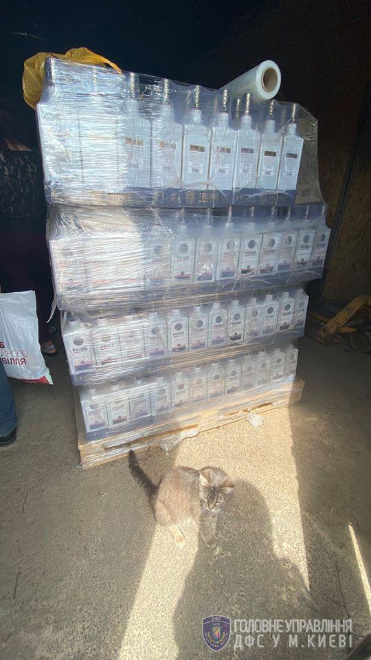 Кілька тонн фальсифікованого алкоголю: на Київщині діяв підпільний цех -  - 107895125 3416916601675639 6891593302352491206 o