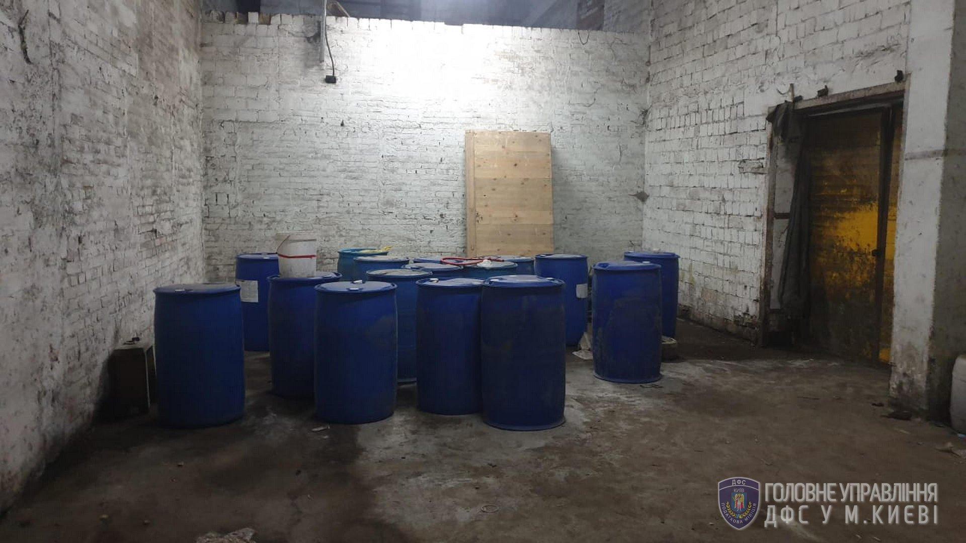 Кілька тонн фальсифікованого алкоголю: на Київщині діяв підпільний цех -  - 108520051 3416912638342702 1976911362572386339 o