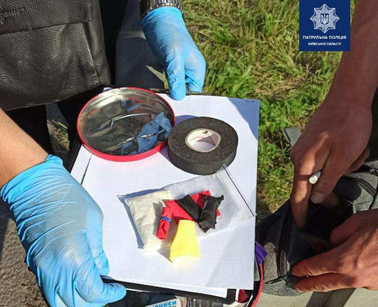 На Бородянщині у порушника ПДР знайшли цілу коробку наркотиків - наркотики, Наркоманія, Марихуана, зіппакет, амфетамін - 10 narkotyky