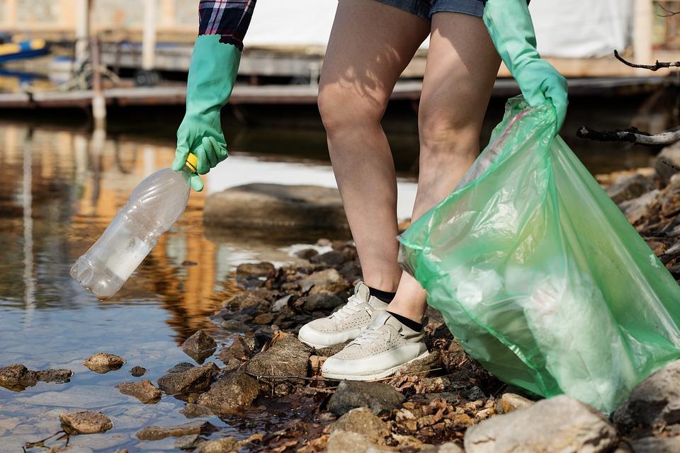 Через забруднення в Україні річки Тиса води несуть купи сміття в Угорщину - водойми - 17 musor