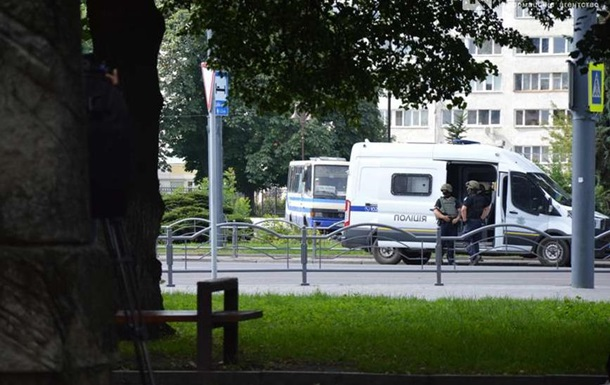 Захоплення заручників у Луцьку: подробиці - тероризм, Луцьк - 21 plohoj3