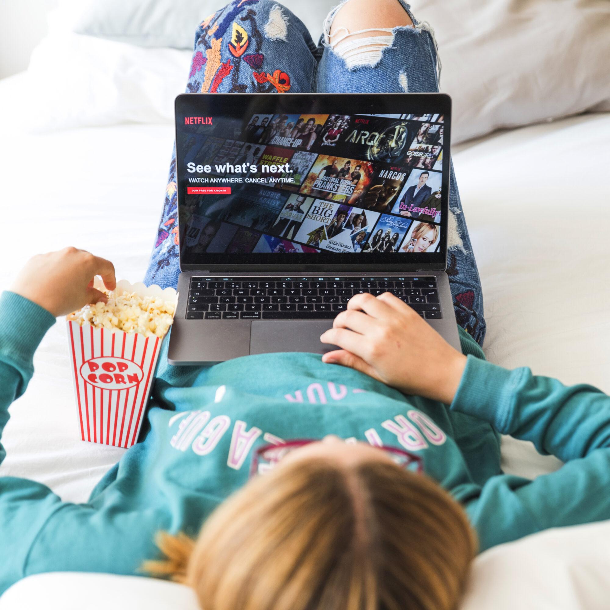 Слухай українською: петиція про українізацію Netflix та Amazon набрала понад 50 тисяч підписів - петиція, кіно, Amazon - 431852 PE7VEG 229 2000x2000