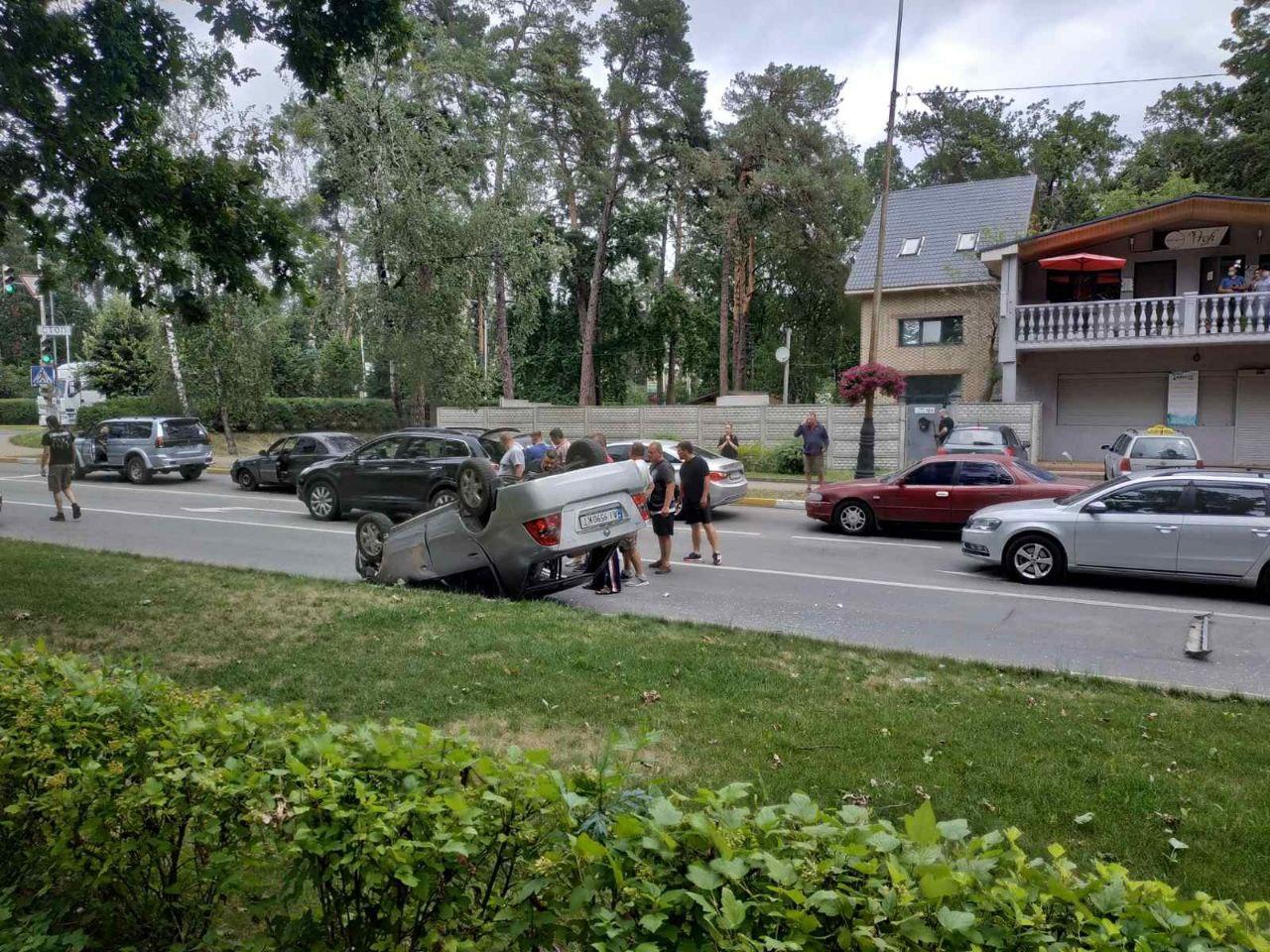 У Бучі посеред дороги перевернулось авто (ФОТО) - Буча, авто - IMG 20200709 134819 186